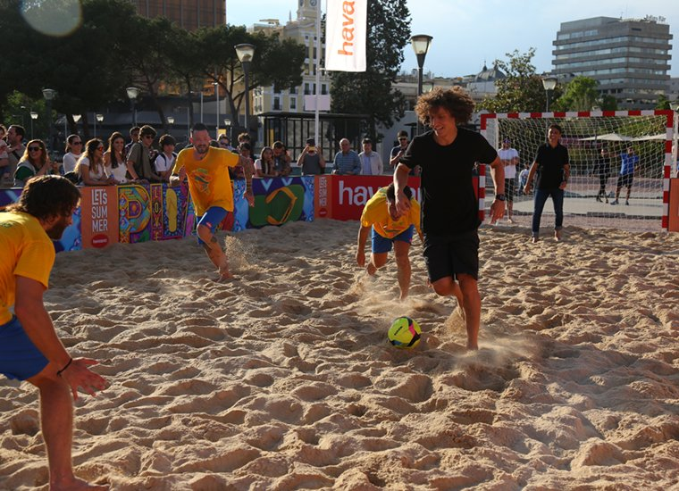 FOOTBALL & BEACH IN THE CITY